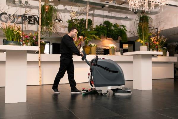 Professionele vloeren vragen om professioneel vloeronderhoud voor behoud van de kwaliteit van het materiaal.