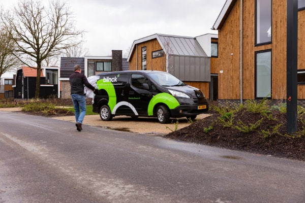 Elektrische auto van Blinck op een recreatiepark.