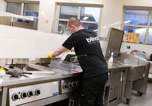 Dieptereiniging van de keuken valt onder specialistische reiniging.