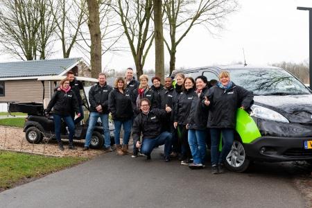 Het enthousiaste team van uitblinckers staat klaar om aan de slag te gaan in Europarcs Resort Zuiderzee.