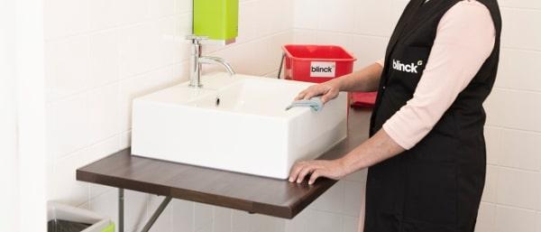 Bij resultaatgericht schoonmaken wordt het dagelijks gebruikte sanitair altijd grondig gereinigd.